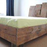 Bett aus historischer Eiche