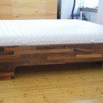 Bett aus Nußbaum