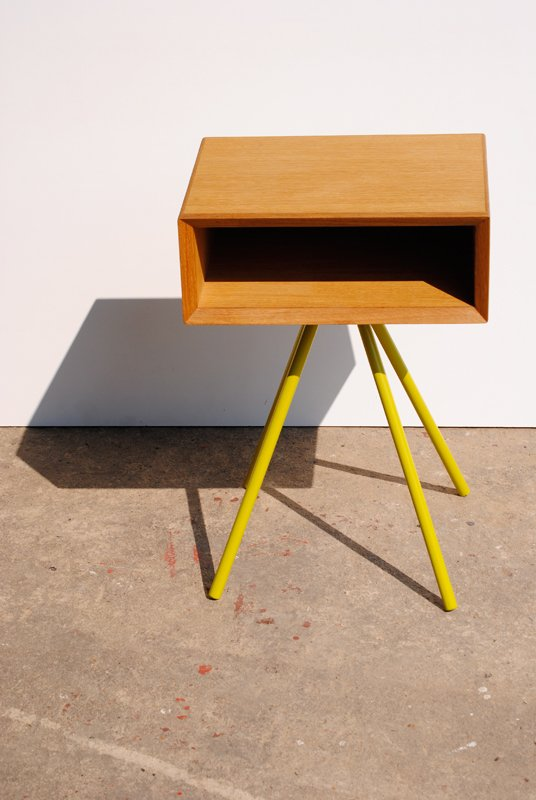 nachttisch holz nussbaum. Black Bedroom Furniture Sets. Home Design Ideas