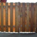 Zaun aus Lärche unter vorhandenem Carport